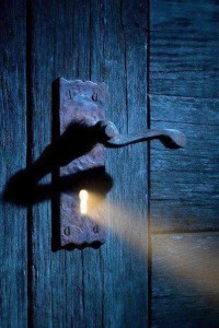 Light through keyhole